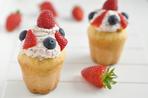 Victoria sponge cakes with berries