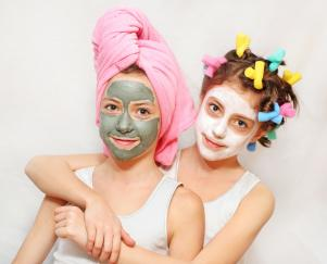 Throw your teen daughter and her pals a spa day!