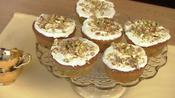 Mini pistachio cakes