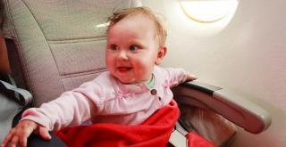 'Loving' man surprises anxious mum with his response to her toddler's airplane 'tantrum'