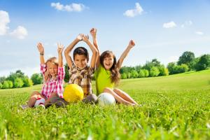 5 FUN ideas to get the whole family fit and healthy this summer
