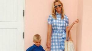 Reese Witherspoon shares gorgeous family portrait in rare snap with all three children