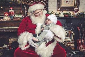 'We are so grateful': Photographer pulls out all the stops for sick baby's STUNNING Christmas pictures