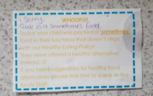 This mum was shamed for her childs lunch snack with a condescending note
