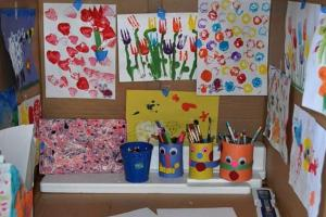Amazing: How one mum created an ART STUDIO out of a cardboard box