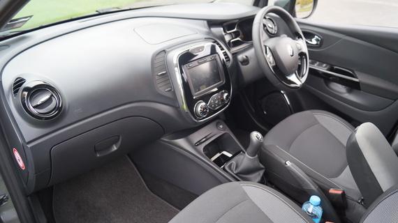 family car review renault captur 1 5 diesel. Black Bedroom Furniture Sets. Home Design Ideas