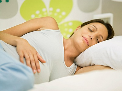 does sleeping on left aspect have an effect on the coronary heart