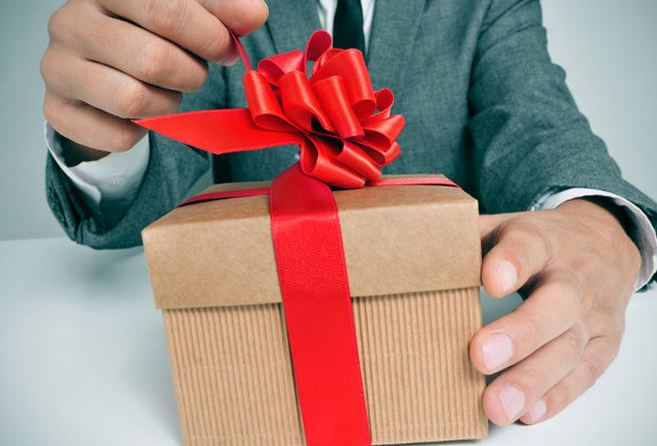 ill advised valentine's day gifts - Husband s response to wife s ill advised Christmas t